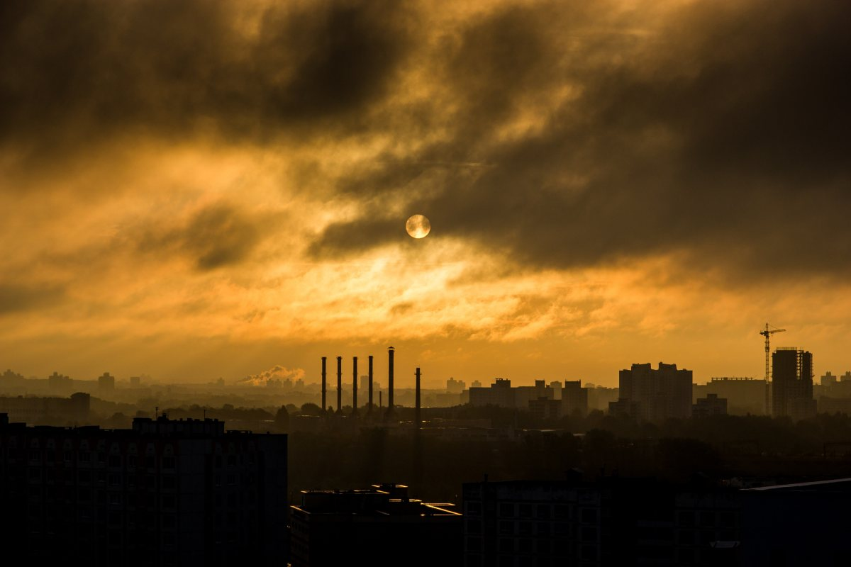 industry_industrial_smoke_smog_manufacturing_steel_chimney_stacks_chimneys-655361
