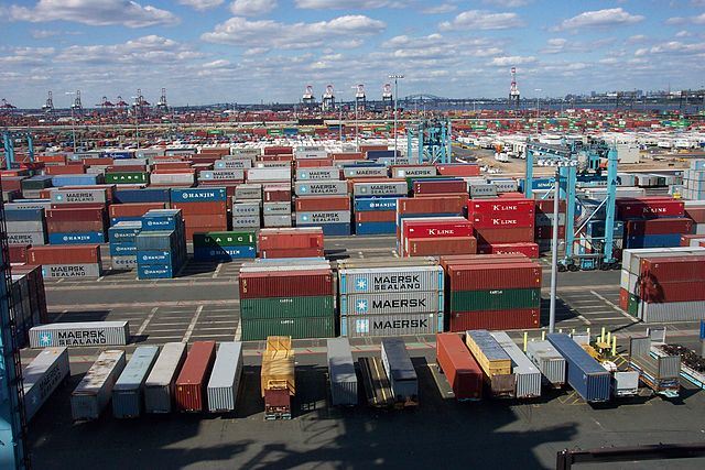 Shipping_Containers_at_the_terminal_at_Port_Elizabeth,_New_Jersey2_pd